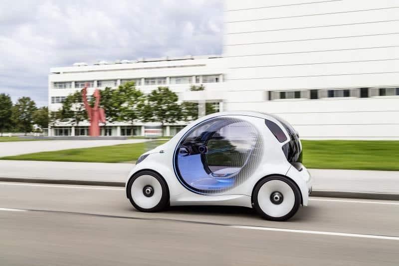 Primeiro carro sem volante é ideal para as cidades